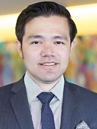 Yee Cheng Low, MD headshot